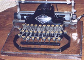 "Link to ""Antique Typewriters by Will Davis"""